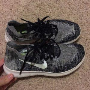 Nike flyknit free runs sneakers